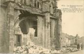 Lacroix sur Meuse - l'Eglise bombardée et incendiée